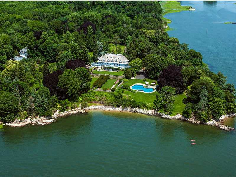 It has 4,000 feet of waterfront property on Long Island Sound, as well as two offshore islands.