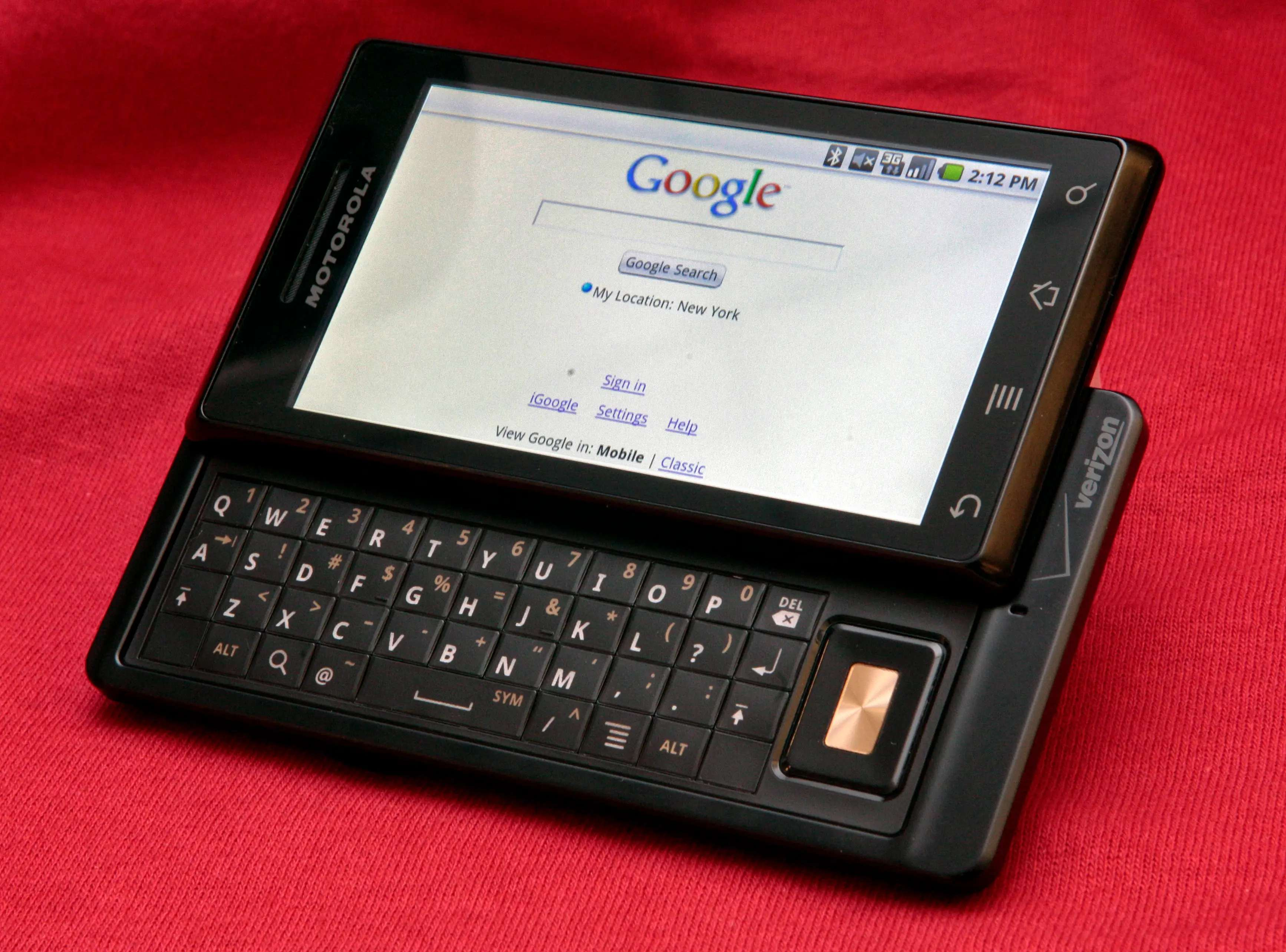 The Motorola Droid started the marketing trend of Android manufacturers differentiating themselves from the iPhone. Motorola touted the Droid's physical keyboard and removable battery as two major advantages over the iPhone.