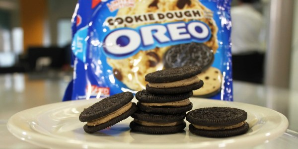 Cookie Dough Oreo Review - Business Insider
