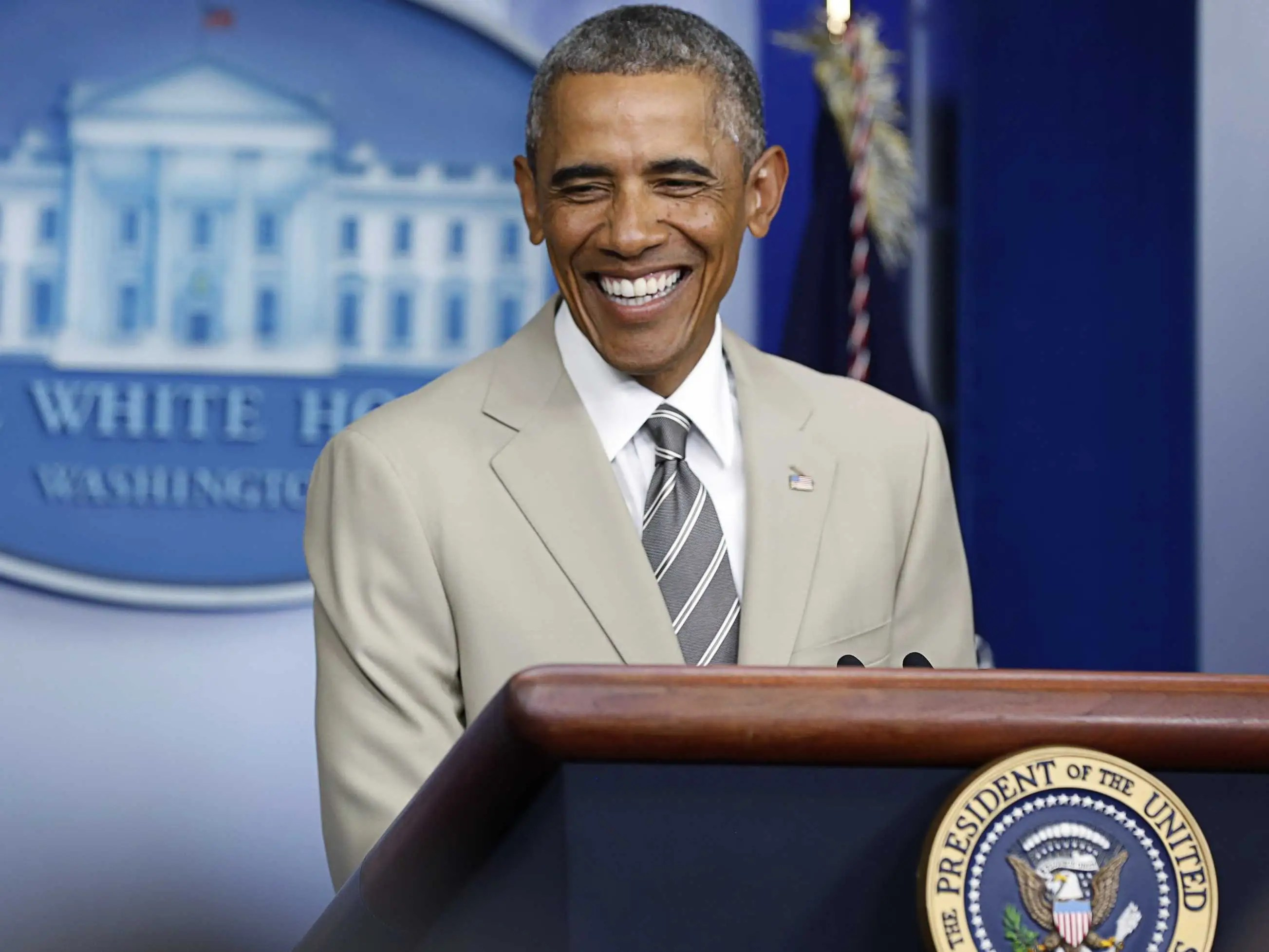 the-10-most-important-tweets-about-obamas-tan-suit
