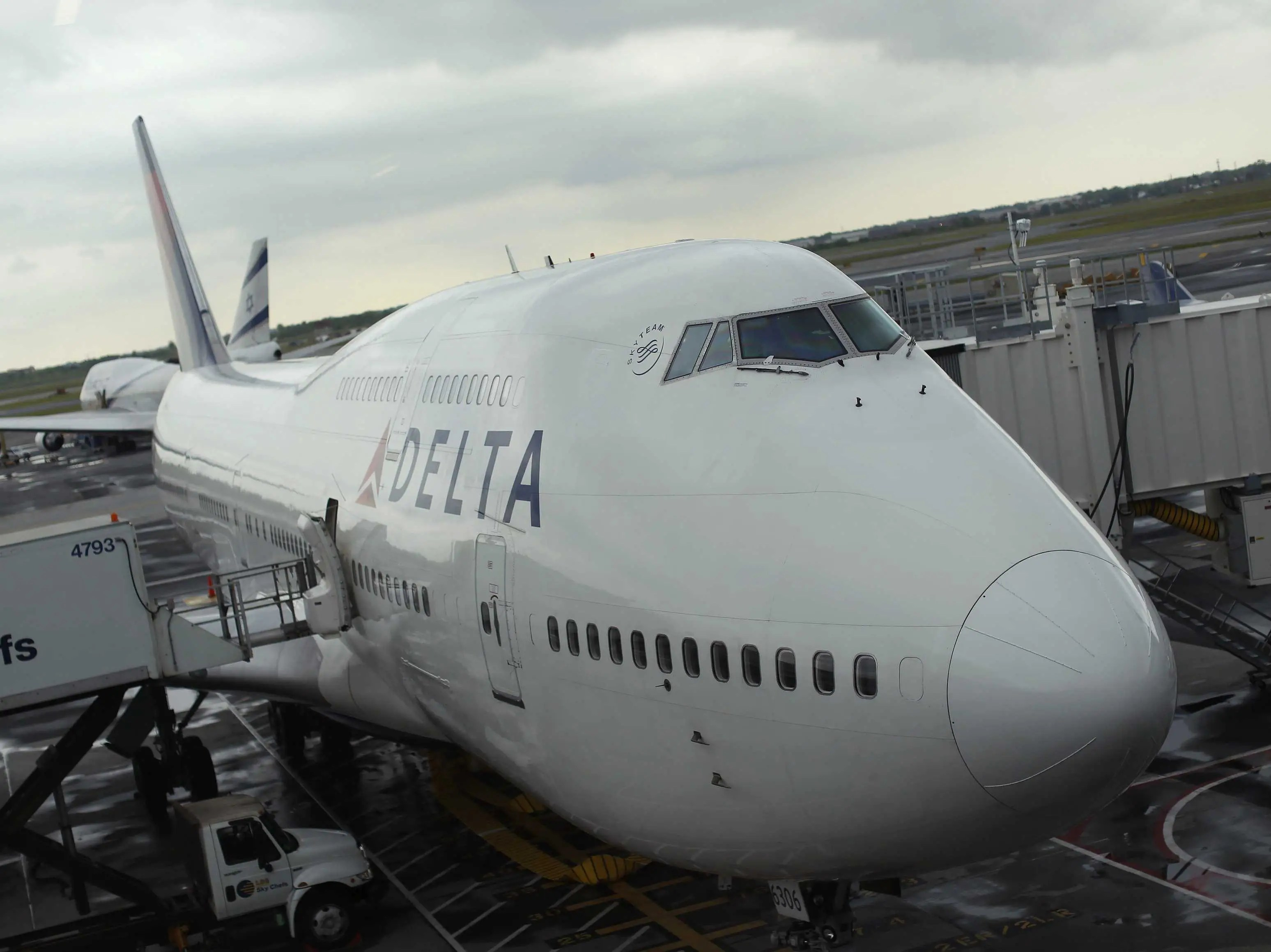 Delta Airlines Boeing 747-400 JFK Airport