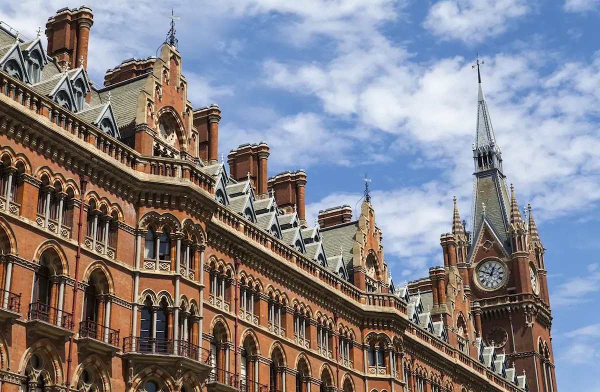29. Among London's most beautiful buildings, St. Pancras Renaissance Hotel and King's Cross Clocktower stand out on Euston Road thanks to their striking Gothic Revival facade, designed by the architect George Gilbert Scott.