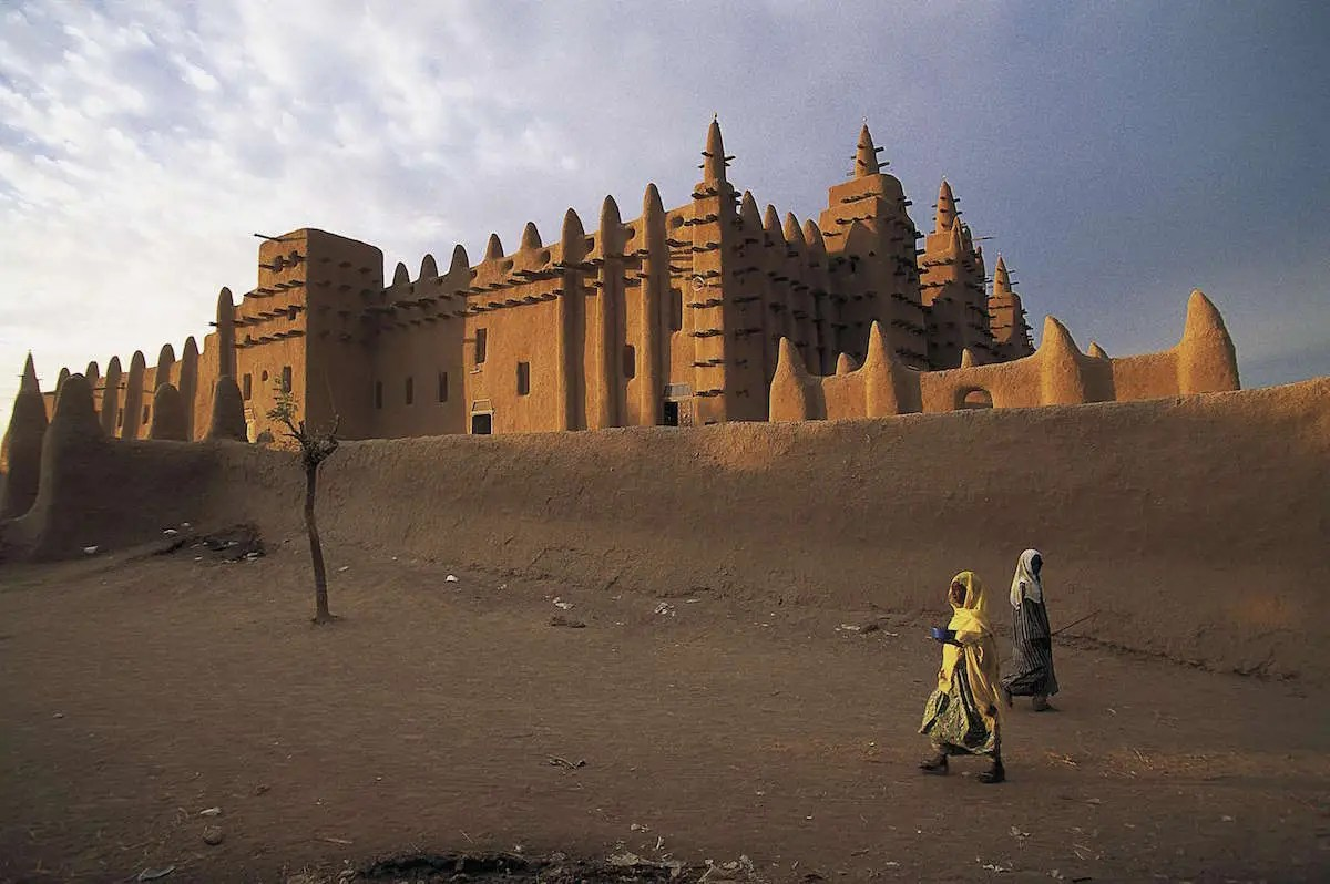 11. The world's largest structure to be built out of mud, The Great Mosque of Djenné in Mali is an architectural masterpiece that looks as though it has sprouted out of the ground.