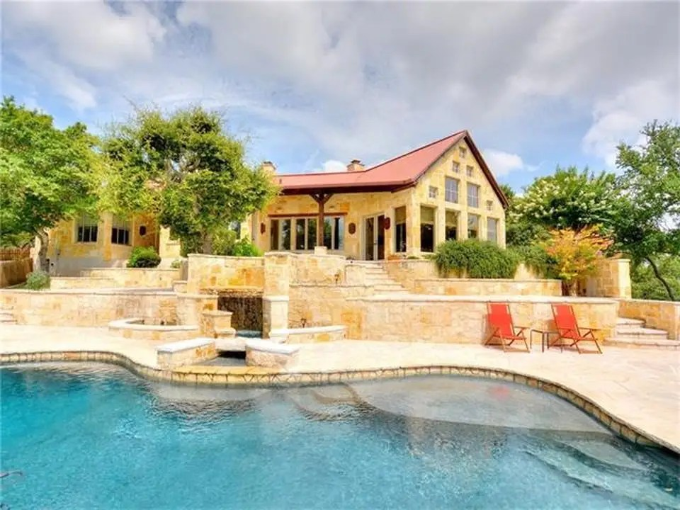 This pool would be an excellent place to cool off on a hot Texas afternoon.