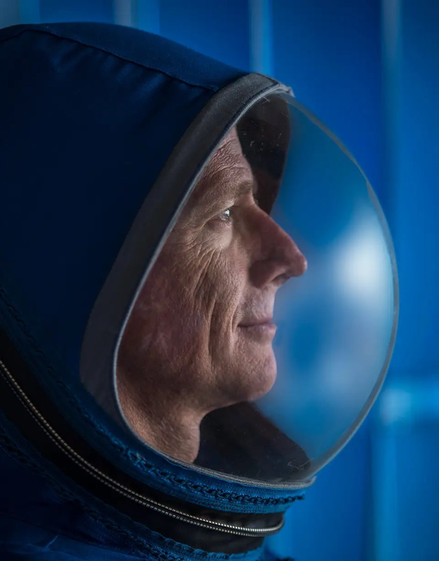 Boeing's new streamlined CST-100 'Starliner' spacesuit ...