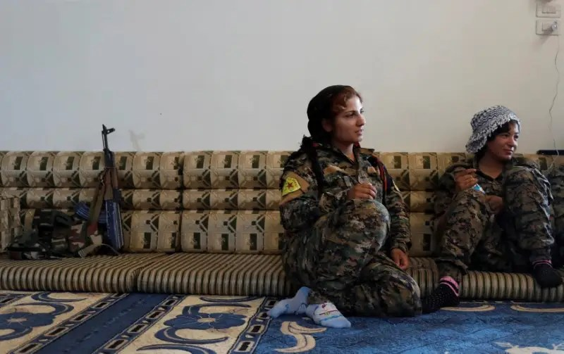 Female Kurdish fighters from the People's Protection Units (YPG) sit in a house in Raqqa, Syria, June 15, 2017. REUTERS/Goran Tomasevic