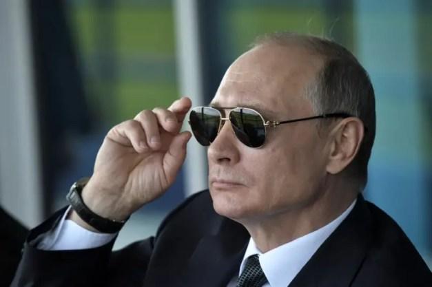 Russian President Vladimir Putin watches a display during the MAKS 2017 air show in Zhukovsky, outside Moscow, Russia July 18, 2017. Sputnik/Alexei Nikolsky/Kremlin via REUTERS