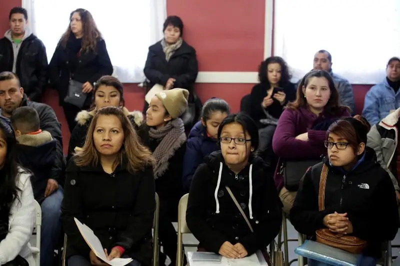 FILE PHOTO: Migrants attend a workshop for legal advice following the U.S. government's recent announcement it would step up deportations of Central Americans families that arrived since May 2014 when there was a surge of women and minors arriving from El Salvador, Guatemala and Honduras, many fleeing drug gang violence, in south Chicago, Illinois, January 10, 2016.   REUTERS/Joshua Lott/File Photo