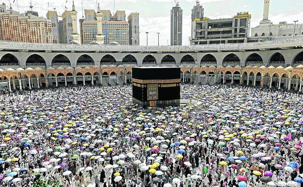Image from last year: a riot of people circling around the 'kabaa', the house of God.