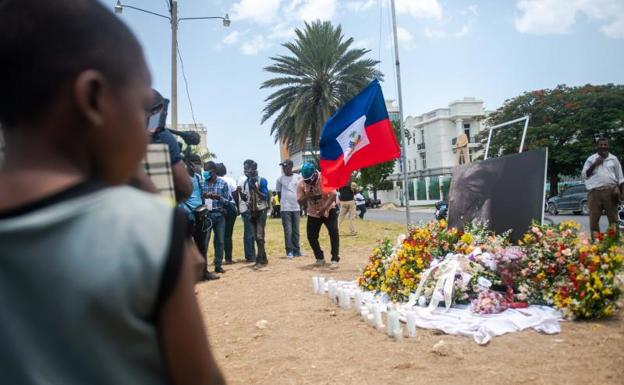 People pay tribute to President Jovenel Moise