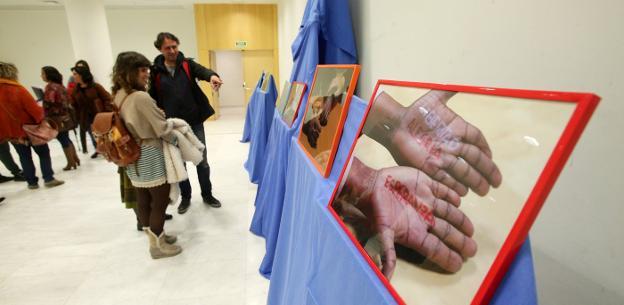Una de las treinta fotografías que componen la exposición que puede visitarse en el Palacio de Exposiciones y Congresos. / ALEX PIÑA