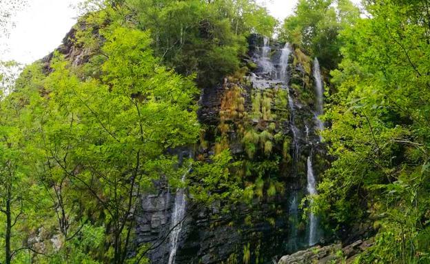 Ruta de la cascada Seimeira