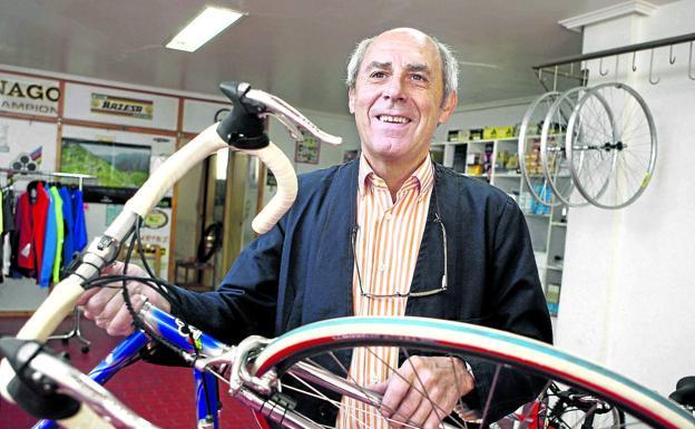 Santamarina had a bike shop in Portugalete.