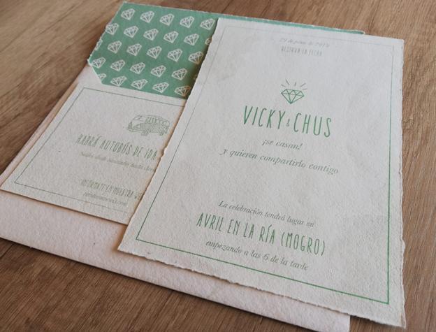 Invitación en papel reciclado, muy tendencia.