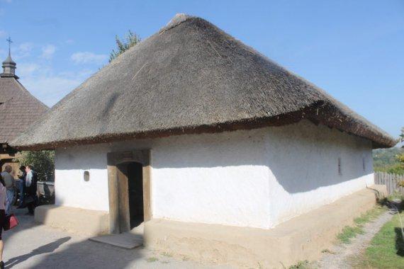 Традиційно, курені мали назви земель, з яких приходили козаки - Полтавський, Черкаський тощо. Експозицію назвали нейтрально, в честь козаків-розвідників
