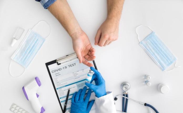 El plan de vacunación de la Junta de Andalucía contra la Covid: un carnet  para «viajar a cualquier sitio» | Ideal