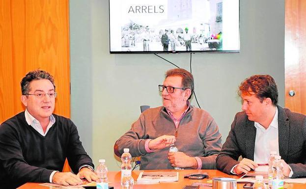 El alcalde, Ros, con Campos y Magraner presentan el Festival./LP