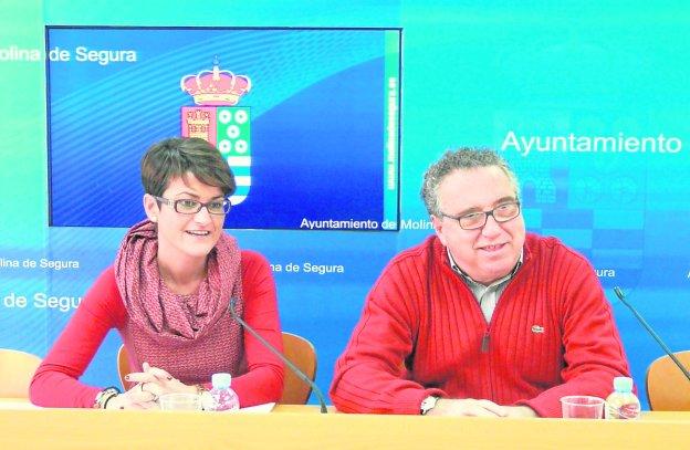 Victoria Gómez, en 2013, junto al entonces alcalde de Molina de Segura, Eduardo Contreras.