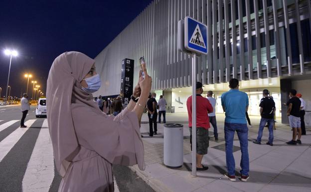 A Moroccan woman, this Friday, at Corvera airport.