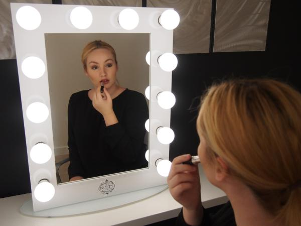 Hollywood Makeup Mirror 12 Bulb - White thenbeauty.ashop.me