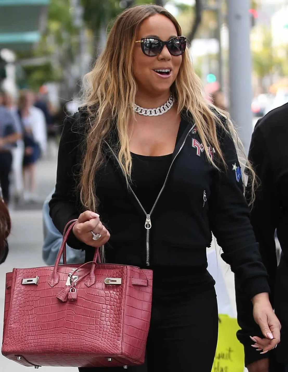 c234852a27c 30 Handbags Celebs Just Can't Go Without (And Their Worth) | Best ...
