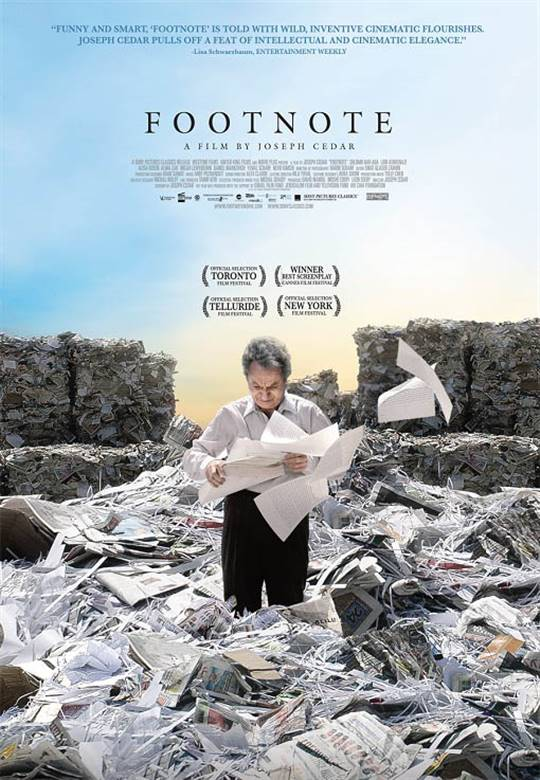 Footnote berisi daftar penjelasan yang ada pada karya tulis ilmiah, kemudian dijelaskan pada bagian bawah tiap lembaran atau akhir karya ilmiah. Footnote Poster
