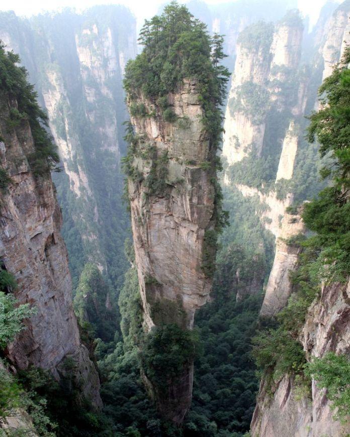 Núi Tianzi ở Trung Quốc, khung cảnh quen thuộc trong phim Tây Du Ký này là nguồn cảm hứng cho phim Avatar của James Cameron.