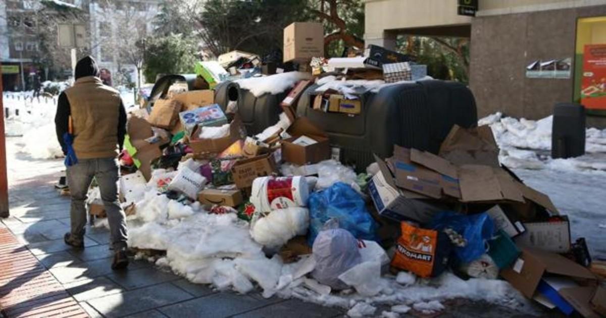 Madrid recupera la recogida de basura tras la nevada: 9.000 toneladas  acumuladas desde el viernes