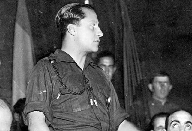 Primo de Rivera, en 1936, durante un acto de Falange