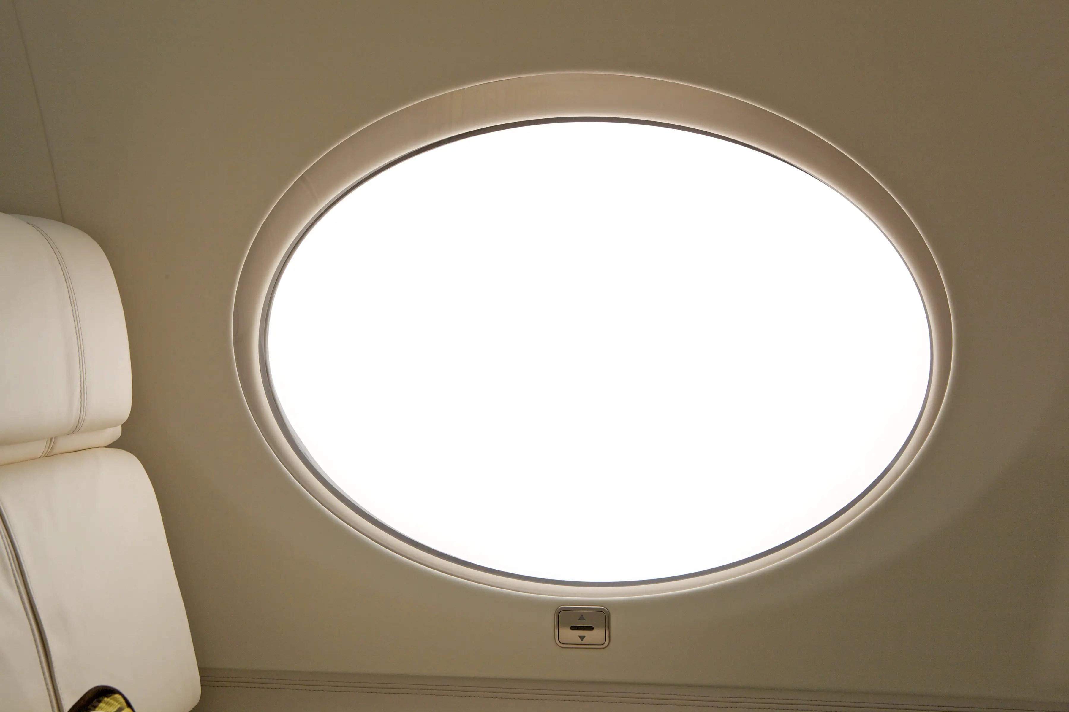 Las enormes ventanas panorámicas son un 16 por ciento más grandes que las del G550.
