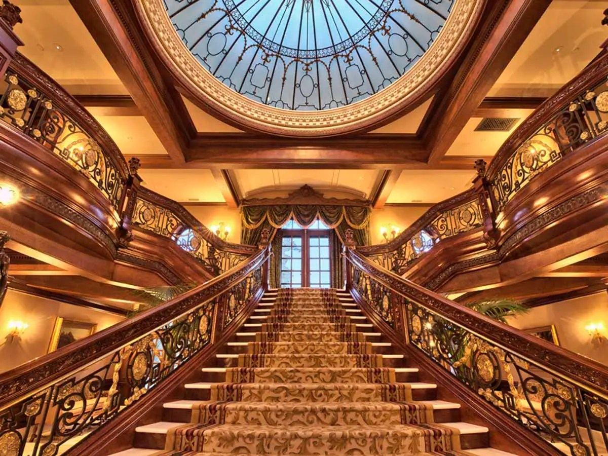 The grand staircase was made using the original blueprints for the SS Titanic.