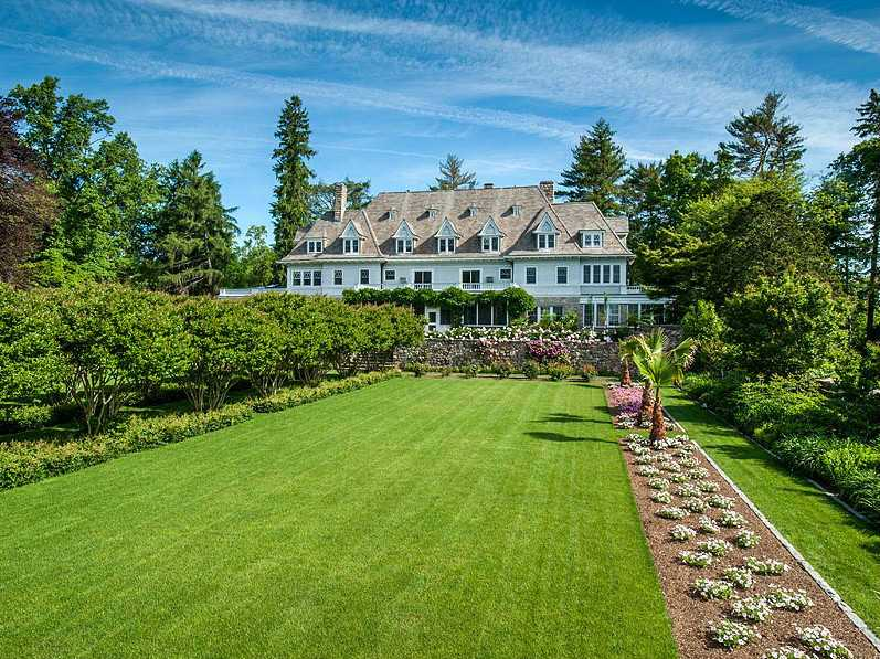 #2 A 50-acre property dating back to the 1890s was listed in Greenwich, Connecticut for $190 million this year, making it the most expensive home for sale in the U.S. (the price was later dropped to $140 million). It has 15,000 square feet of space, a tennis court, and a 75-foot-long heated pool.