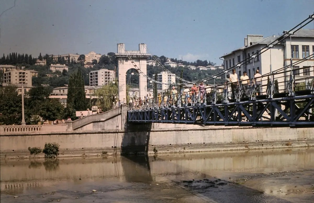 The bridge leading into town was busy with tourists.