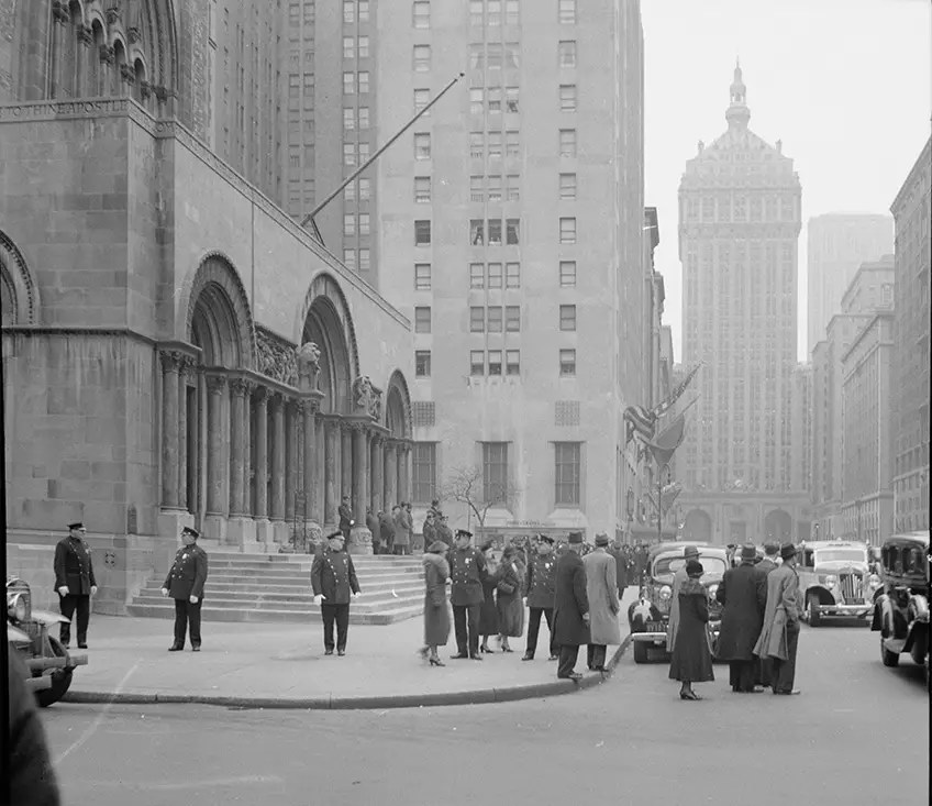 1942: From the steps of St. Bart's Church, one could see the New York Central Building rise above the other structures on Park Avenue.