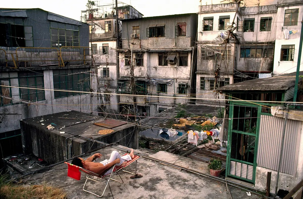 Because of the smelly, humid conditions down below, the rooftops of Kowloon would turn into a communal hangout during the afternoons and evenings. People would hang out, do laundry or homework, or practice instruments.