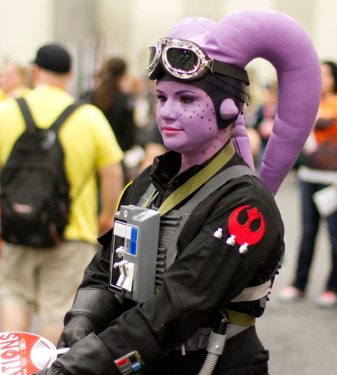 A plum-colored Twi'lek fighter pilot prepares to defend the Rebels.