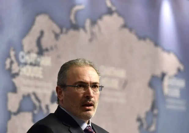 Russian exile, Mikhail Khodorkovsky, delivers a speech at Chatham House in central London, February 26, 2015.  REUTERS/Toby Melville