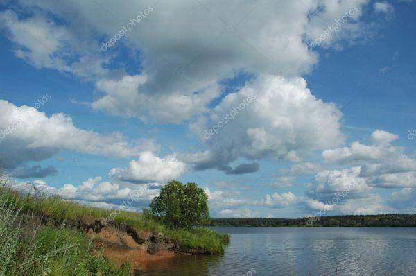 Большая река России Волга — Стоковое фото © OlgaDrozd #1093833