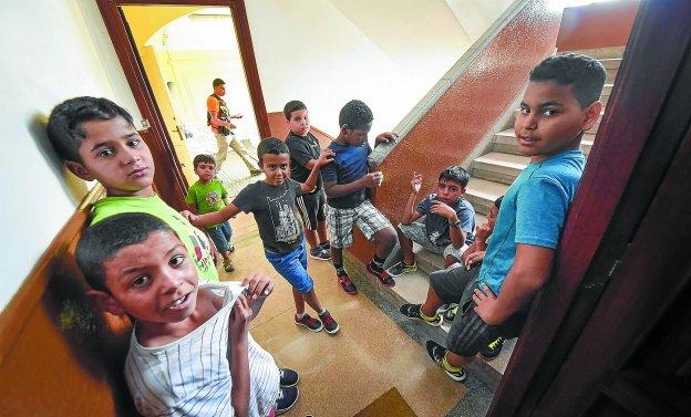 Doce de los veintidós niños que han llegado a la comarca residirán en el albergue de Gipuzkoa situado este año en San Esteban durante dos meses.
