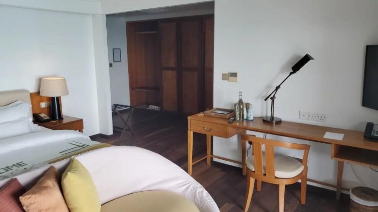 Maldvies workspace and bedroom