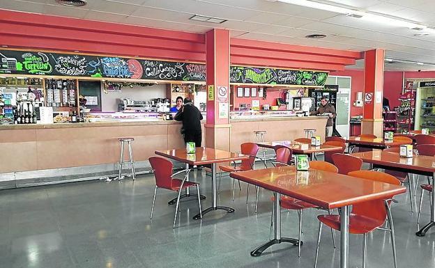 Un ejempo de las cafeterías vacías a la hora del almuerzo.