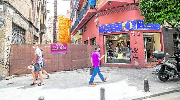 Since February, access from Sagasta Street to José María Hernández Bautista Square has been cut off, causing inconvenience to businesses and residents of the area.