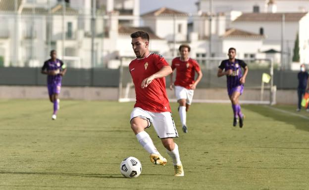 Guille Lozano stands out with the ball