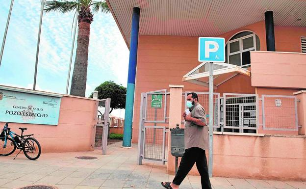 A neighbor of Pozo Estrecho passes in front of the medical center, yesterday.