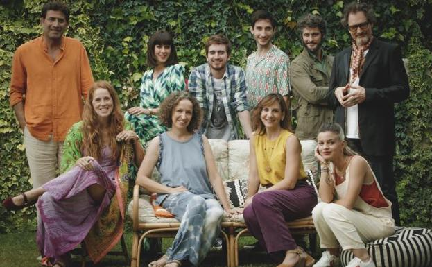 The team of 'Mom is in the networks!', Directed by Daniela Fejerman.