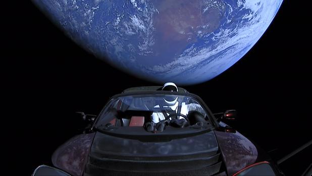 El Tesla, tripulado por el maniquí Starman, en el día de su lanzamiento, en febrero de 2018