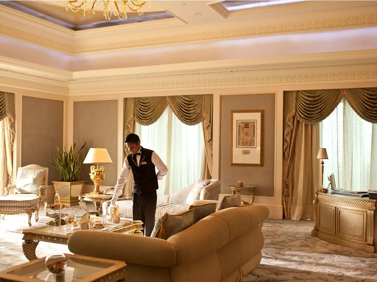 And if you need anything at all, just ask Jeeves. Each suite at the Emirates Palace comes with 24-hour butler service.