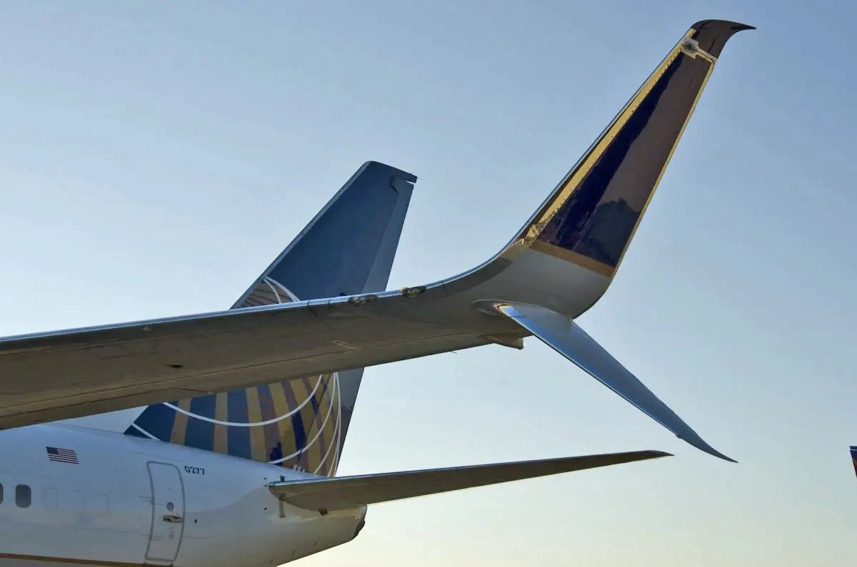 united airlines 737-800 scimitar winglet photoshopped