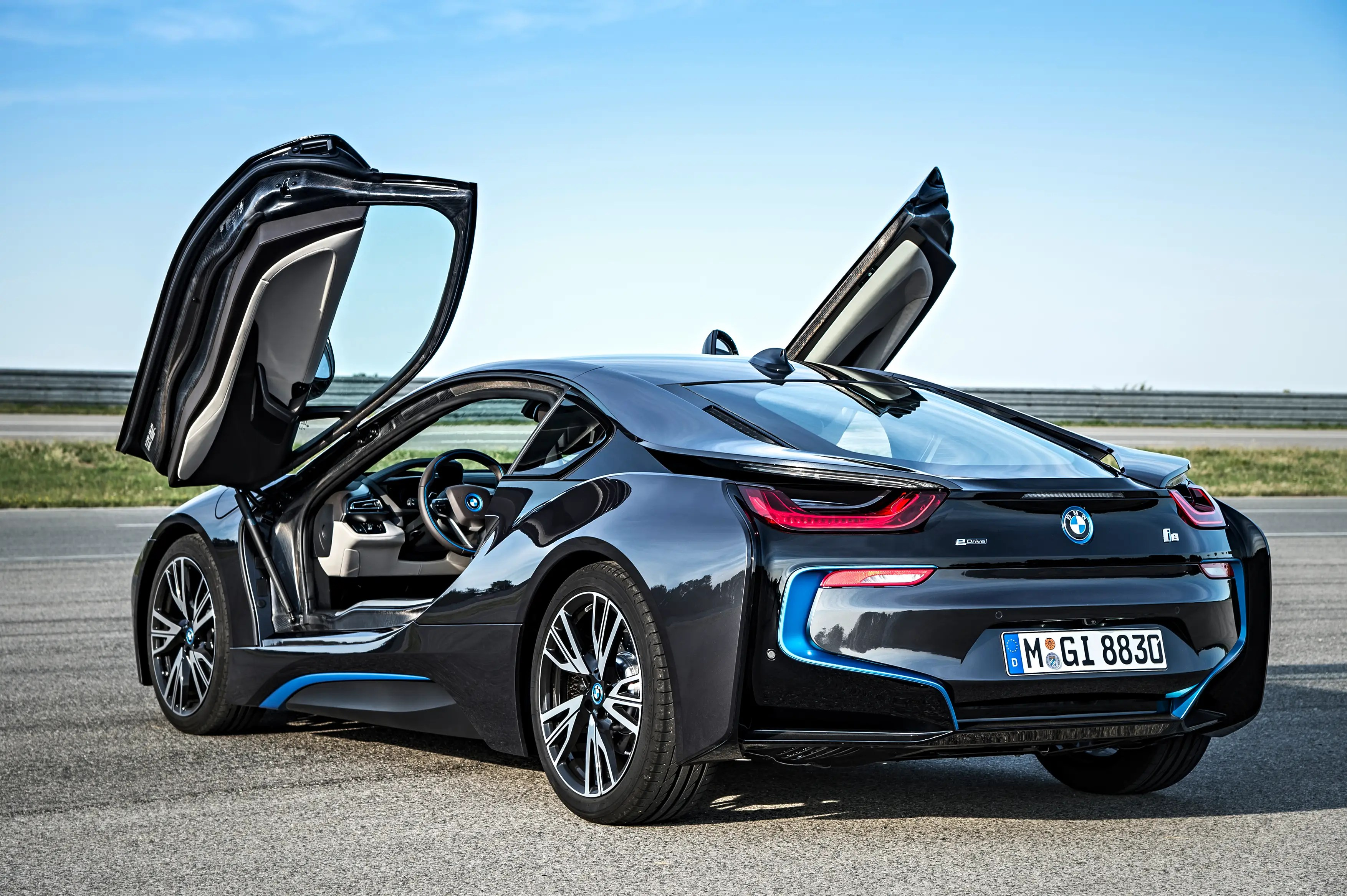 With the i8, BMW has successfully blended a cacophony of materials, textures, and angles to create a harmonious composition.