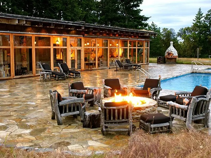 Here's a luxurious spot for lounging by the pool. Spa facilities are located inside the pool house.